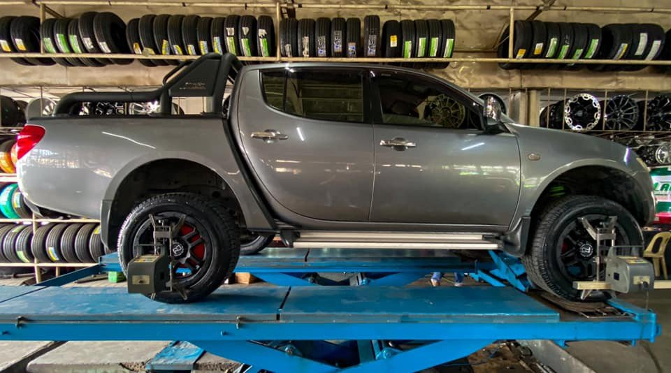 C7 Autozone does balancing and alignment